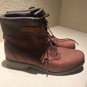 NWOT - Teva winter boots
